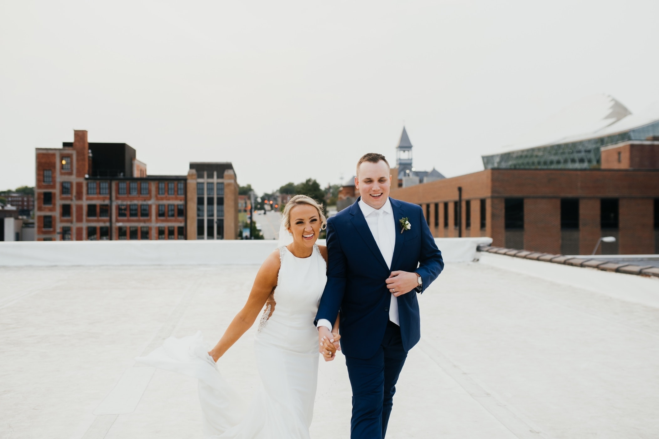 couples portrait on rooftop in kansas city