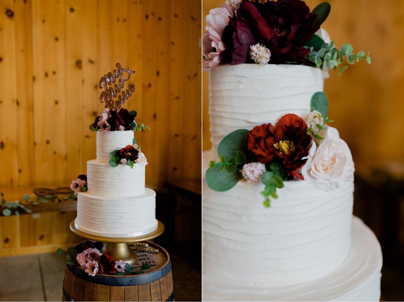 wedding cake photo at country lane lodge adel iowa