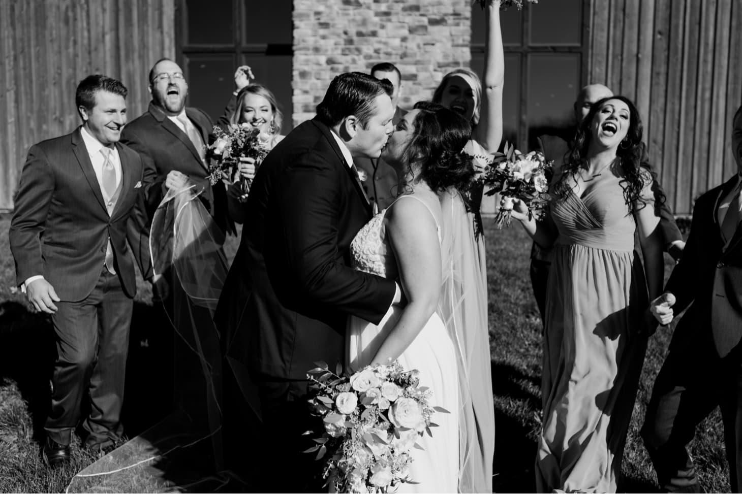 country lane lodge wedding party photos