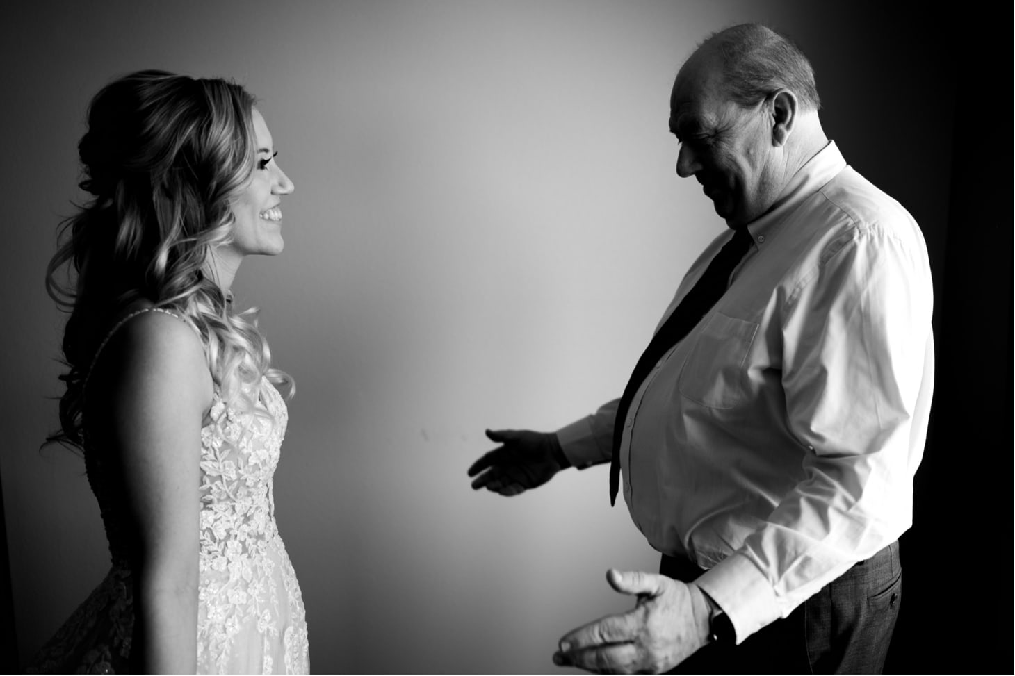 first look moment des moines iowa wedding