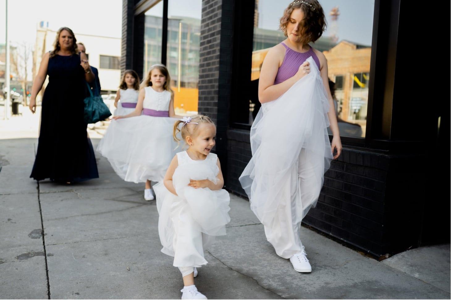 flower girls at des moines iowa wedding