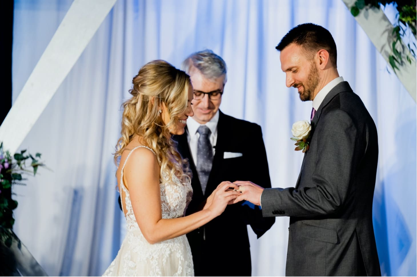 downtown Des Moines wedding ceremony