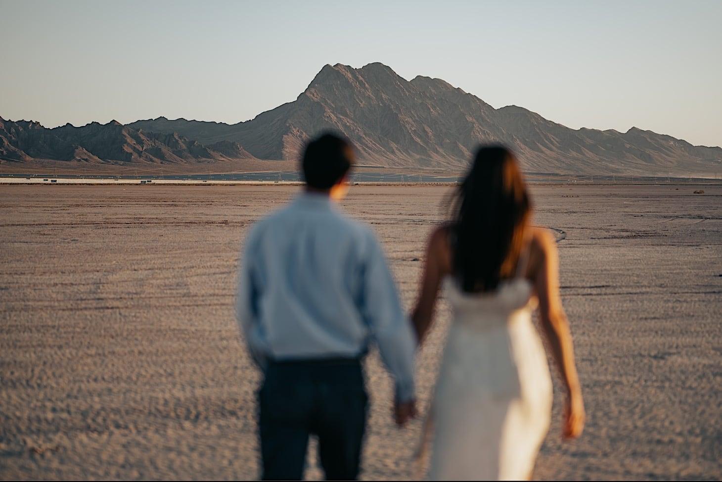 couples photos in desert