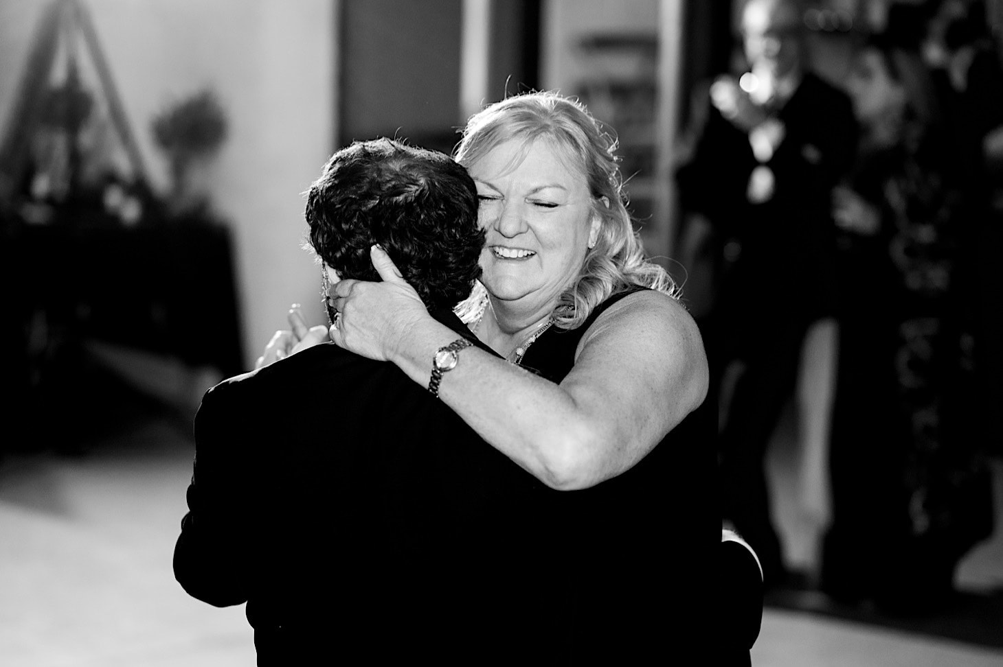 groom dancing with his mother Des Moines wedding